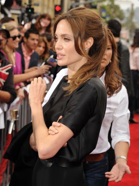 Модные прически Анджелина Джоли