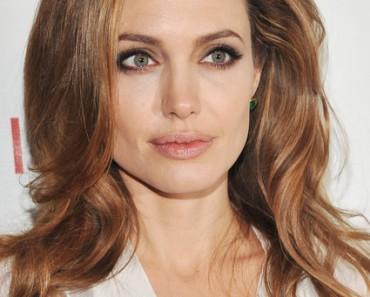 Модные прически Анджелина Джоли 2012
