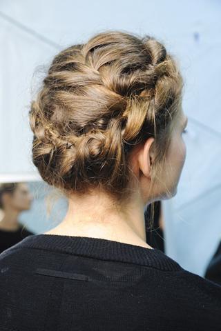 Вечерние прически с косами (6)
