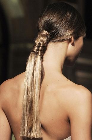 Вечерние прически с косами (7)