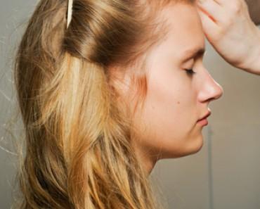 Как осветлить волосы на несколько тонов