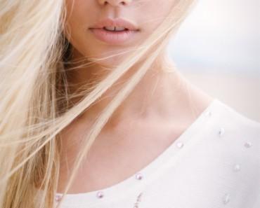 Светлые глаза и светлые волосы