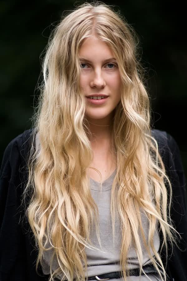 Длинные русые волосы