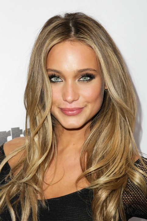 Песочный цвет волос: золотистые оттенки