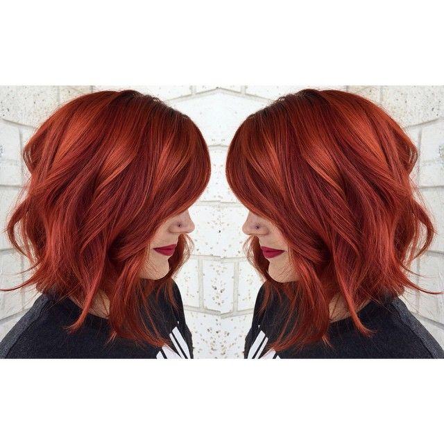 Темно-красные волосы