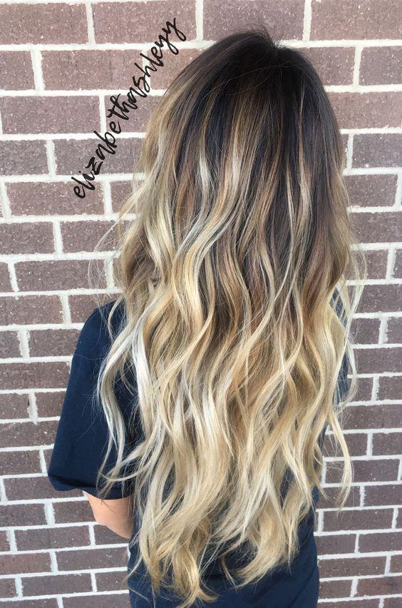 Уже который год подряд техника окрашивания волос под названием балаяж бьет все рекорды популярности. И сегодня мы поговорим о том, какое окрашивание волос оказалось в тренде в этом году, а также обсудим балаяж для длинных волос, присоединяйтесь! Балаяж на длинные волосы Одна из самых красивых техник окрашивания волос – балаяж, сегодня находится на вершине популярности. Давайте обсудим ключевые тренды в мире окрашивания волос и поговорим о том, как создают балаяж на базе длинных волос. Что такое балаяж? Балаяж – это техника окрашивания волос, в процессе которой происходит горизонтальное окрашивание прядей, чуть ниже линии роста волос. Получается, что волосы у корней остаются нетронутыми. В частности, если многие другие техники подразумевают полное окрашивание волос, то балаяж – это частичное осветление прядей. Считается, что балаяж – это одна из самых популярных красивых техник для окрашивания длинных волос. Она имеет ряд преимуществ. Одно из них – это то, что волосы можно окрашивать не полностью, а значит, не пострадает их здоровье и красота. Во-вторых, корректировать балаяж можно не так уж и часто, особенно если речь заходит о длинных волосах. Другое дело короткие волосы, которые нуждаются в постоянной коррекции раз в месяц. Цветовые решения Если вы еще сомневаетесь, создавать балаяж или нет, обязательно попробуйте! Эта техника окрашивания волос позволяет сделать волосы более яркими, роскошными и красивыми! Балаяж обычно предполагает осветление волос в разнообразные оттенки блонда. Однако не все так однозначно. Большинство стилистов в этом году настаивают на необычных оттенках краски для волос. В частности, обратите внимание на пепельный и пепельно-русый цвет волос, а также на все оттенки розового. Давайте обсудим, какой балаяж подходит под тот или иной оттенок волос. Не стоит упускать из виду тот факт, что балаяж сегодня является одной из ключевых техник преображения волос. В основе техники лежит окрашивание сразу в два и более оттенка. В результате получаем невер