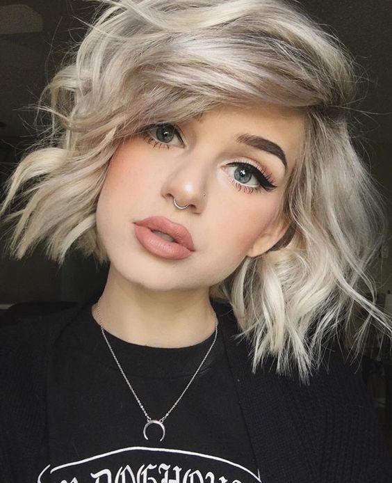 Стрижки на средние волосы с челкой