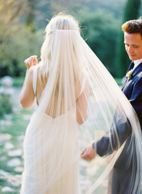 Свадебные прически на средние волосы 2018 (12)