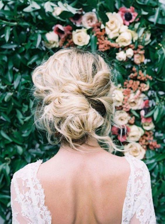 Свадебные прически на средние волосы 2018 (19)
