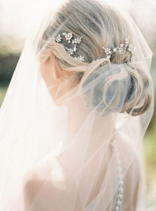 Свадебные прически на средние волосы 2018 (18)