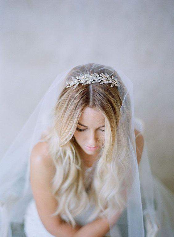 Свадебные прически на средние волосы 2018 (22)