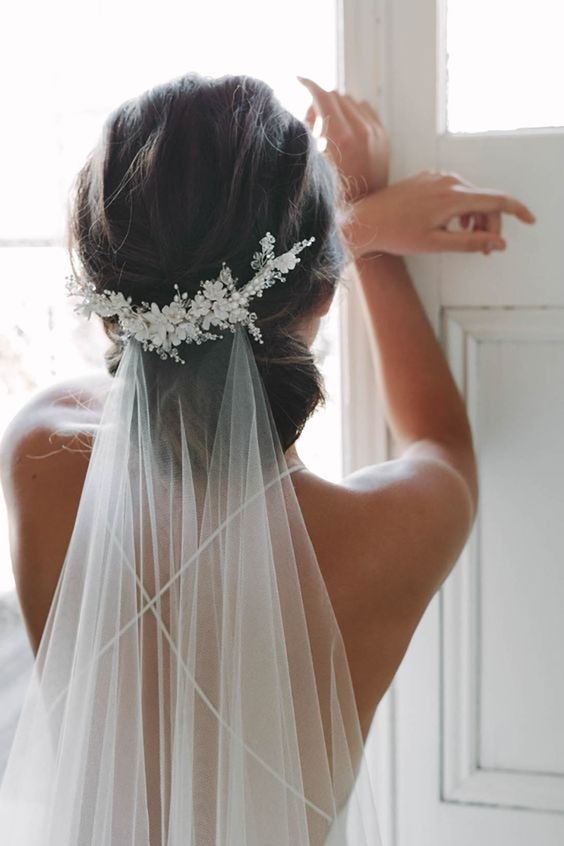 Свадебные прически на средние волосы 2018 (5)