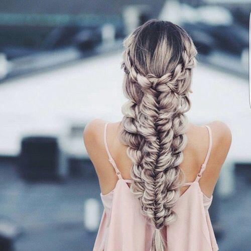 Причёски на выпускной 2019 для длинных волос (34)