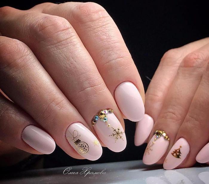 Красивый дизайн ногтей 2019 на короткие ногти (13)