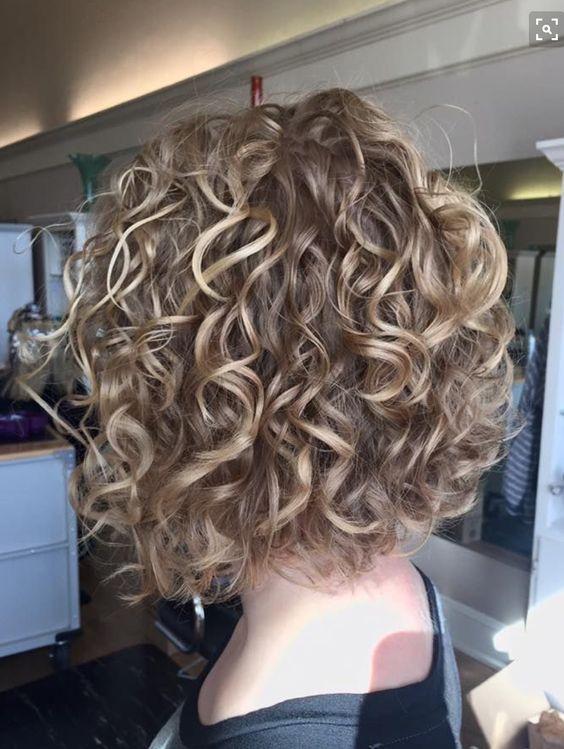 Стрижки на кудрявые волосы 2019 (32)