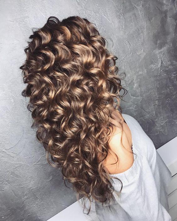 Стрижки на кудрявые волосы 2019 (14)