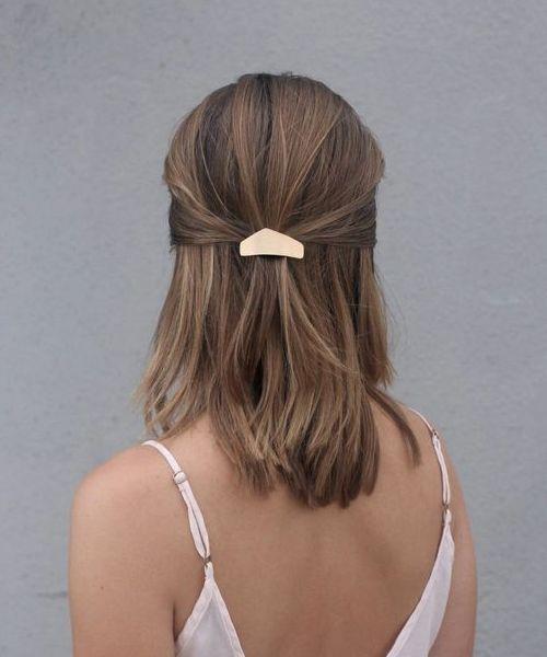 Причёски на выпускной 2021 для средних волос (16)