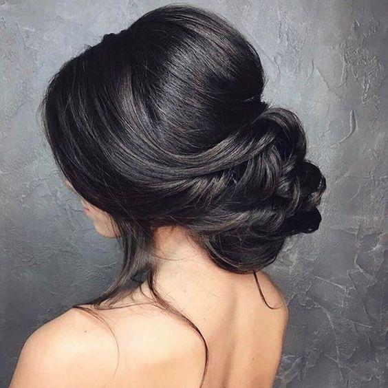 Причёски на выпускной 2019 для средних волос (30)