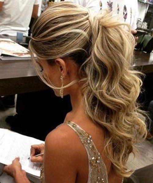 Причёски на выпускной 2019 для средних волос (9)