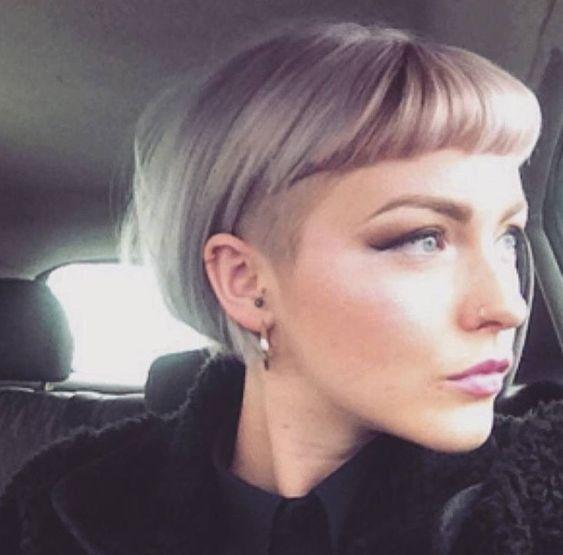 Причёски на выпускной 2019 для коротких волос (29)