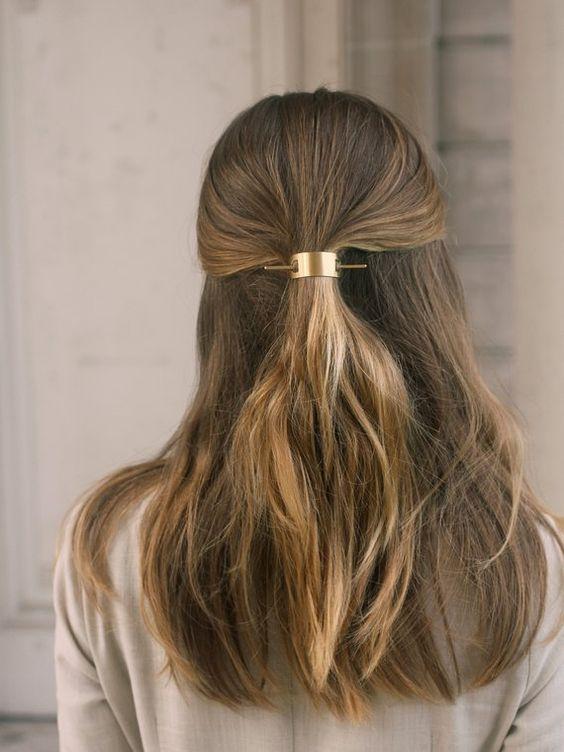 Причёски на выпускной 2021 для средних волос (8)