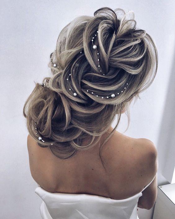 Причёски на выпускной 2021 для средних волос (2)