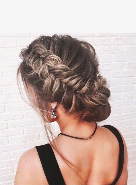 Причёски на выпускной 2019 для средних волос (33)