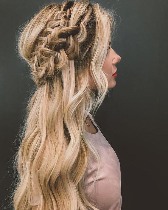 Причёски на выпускной 2019 для средних волос (20)