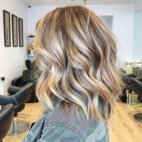 Стрижки на на средние волосы 2020 (21)