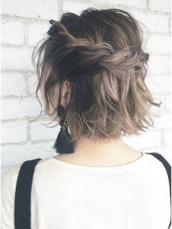 Причёски на выпускной 2020 для средней длины волос (41)