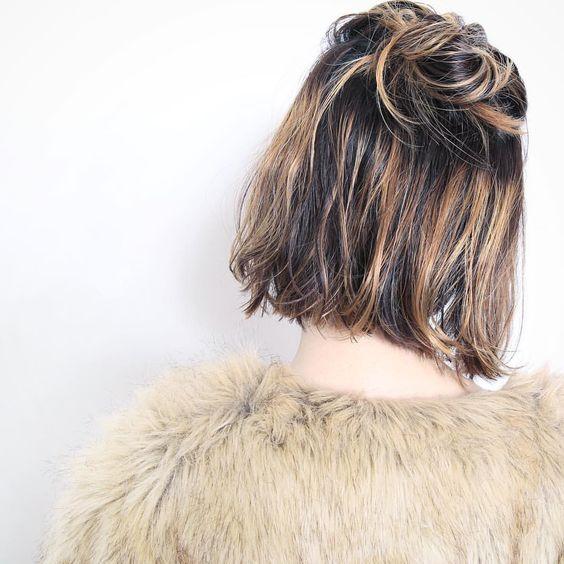 Причёски на выпускной 2020 для средней длины волос (38)