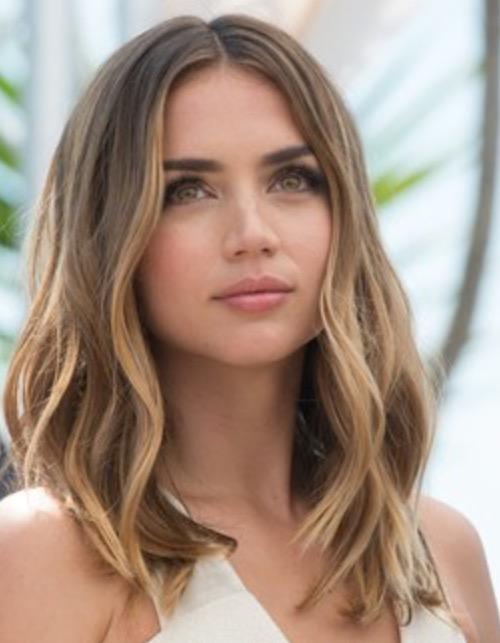 Причёски на выпускной 2020 для средней длины волос (35)