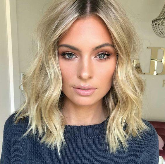 Причёски на выпускной 2020 для средней длины волос (23)